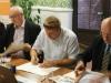 Pakt podpisują W. Lubieński (BCC), S.Obiedziński (Solidarność 80) i K.Suchecki (Solidarność)