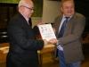 Egzemplarz paktu otrzymuje W.Łubieński - szef olsztyńskiego BCC